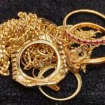 使わなくなった指輪やネックレスがありましたら買取り致します